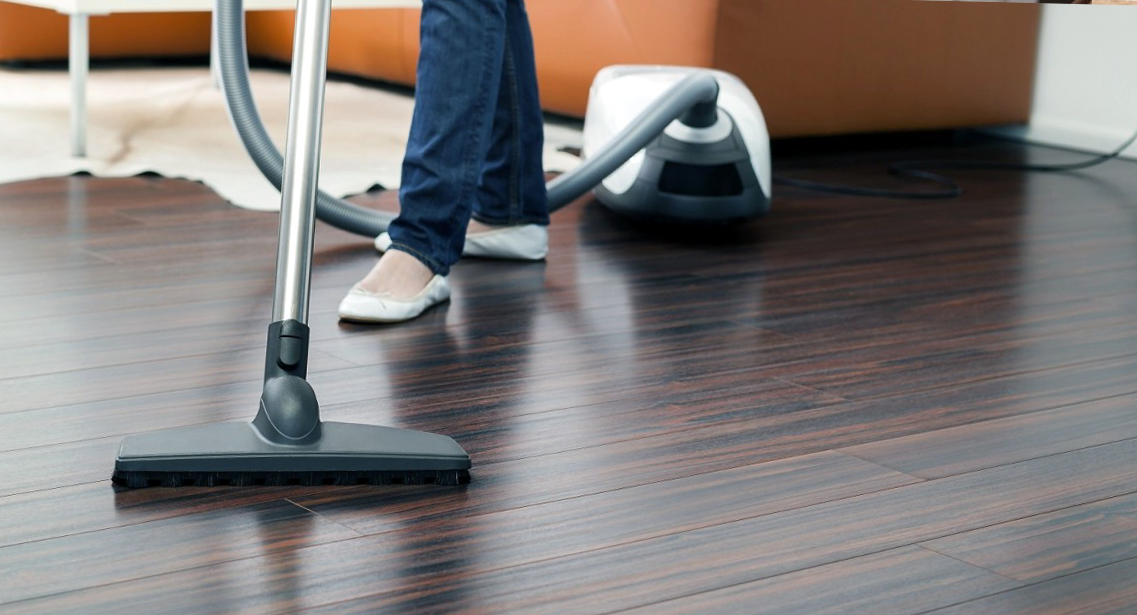 Прахосмукиране на твърди и меки подови настилки