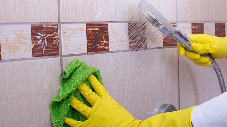 Почистване на фугите в банята
