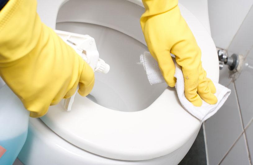 професионално почистване на санитарни помещения
