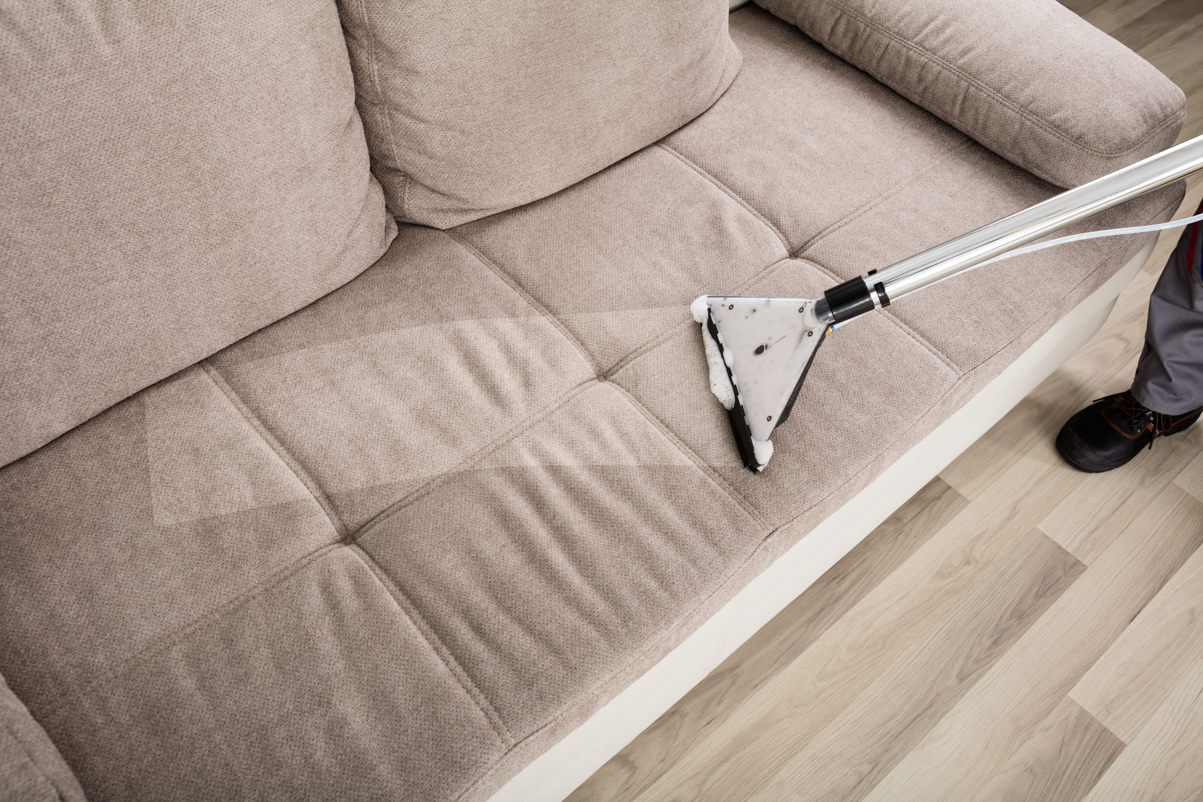 почистване на мека мебел