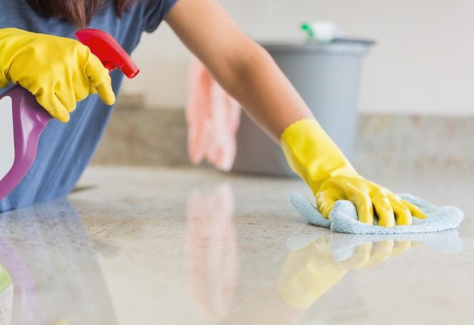 Дезинфекция и почистване на дома