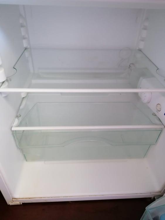 фирма за почистване на хладилник