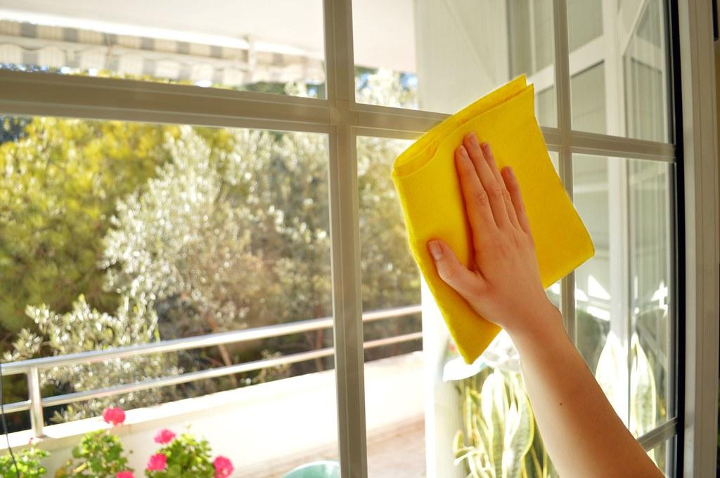 Почистване на прозорците