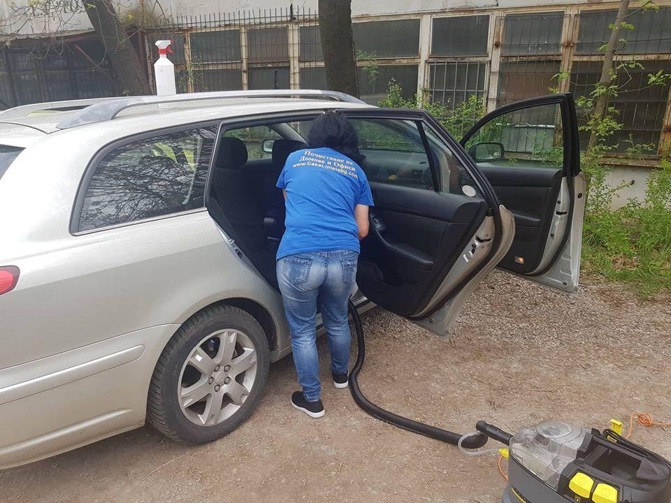 Почистване на салон на кола